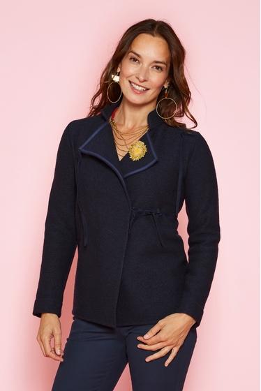 Beautiful short jacket, 100% virgin wool. Crossed shape and