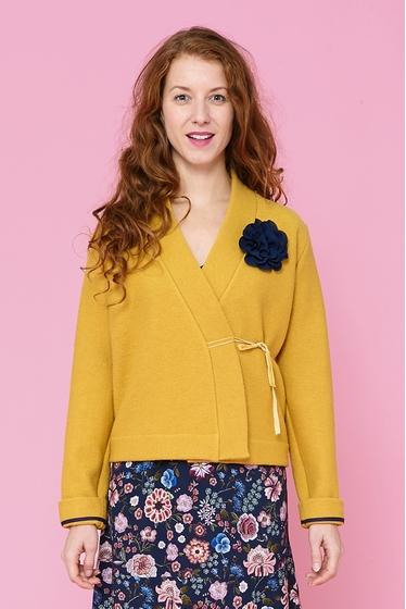 Short virgin wool crossed jacket, v neck and long sleeves,