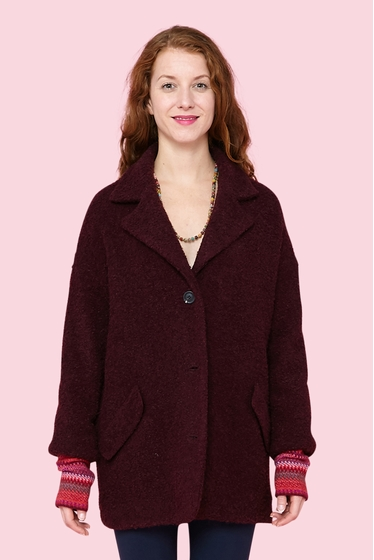For a warm winter, nice, cosy and wool 3/4 coat. 3 buttons