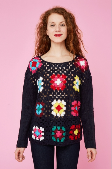 Pull en crochet.<br> Col rond.<br> Manches longues.<br><br>