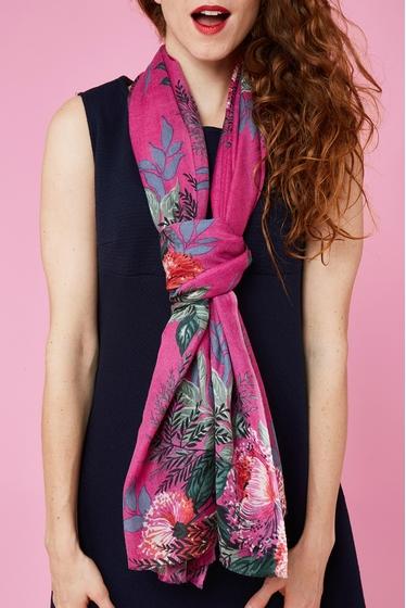 Flower pattern scarf.<br> Finishes fringed. <br><br>
