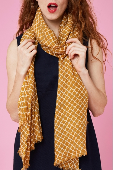 Scarf with geometric patterns.<br> Finishes with fringes.