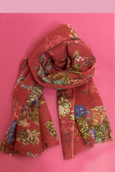 Flower pattern scarf.<br> Fringed finishes.<br><br>