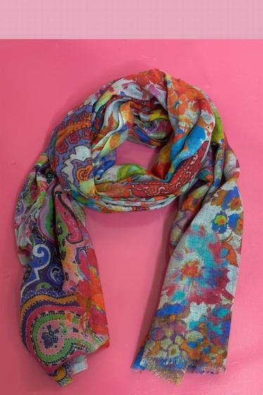 Fantasy patterned scarf.<br> Finishes fringed.<br><br>