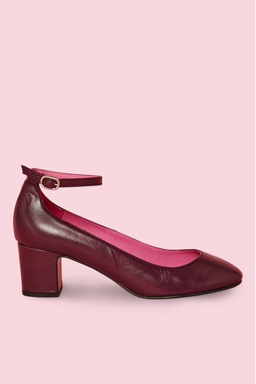 Babies in smooth leather.<br> Round toe.<br> Heel block.<br>