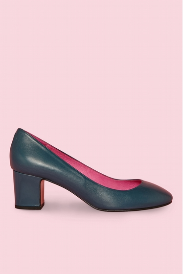 Babies in smooth leather.<br> Round toe.<br> Heel