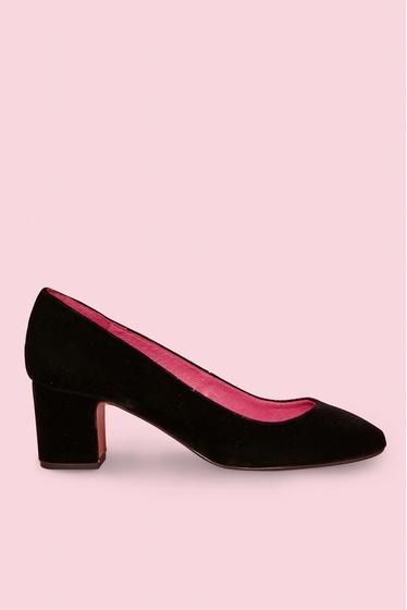 Babies in velvet. <br> Round toe.<br> Block heels.<br><br>