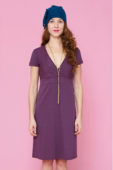 Nice dress with fantasy patterns, v-neck and short