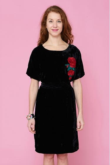 Pretty embroidered large dress, black velvet. Boat-neck and