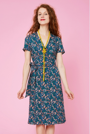 Nice crossed dress with cashemire patterns, v-neck and