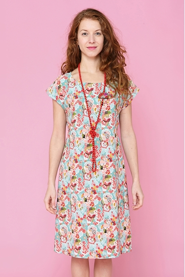 Fluid dress delicately textured with cute flowers patterns.
