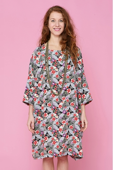Oversize dress with a traditional japanese pattern.Boat neck