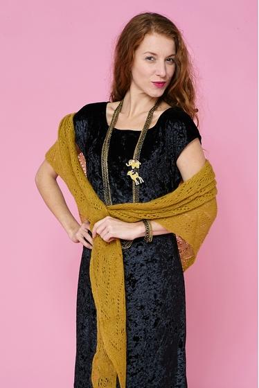 Pretty little dress, black velvet. round-neck and short