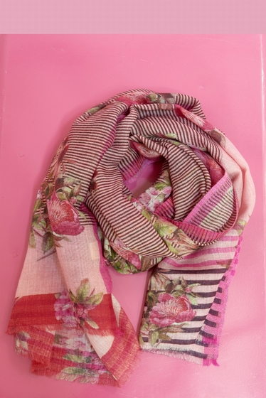 Flower and geometric pattern scarf.<br> Finishes fringed.
