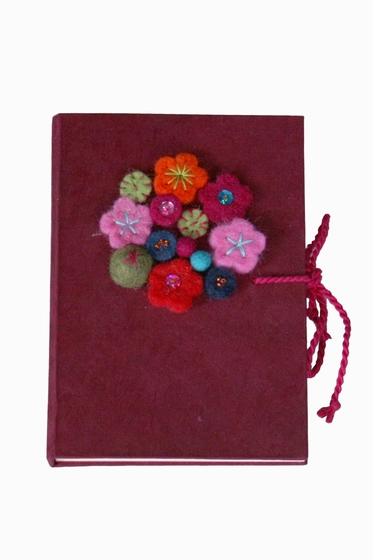 Carnet fleuri, couleur aléatoire. Taille 10X15cm.