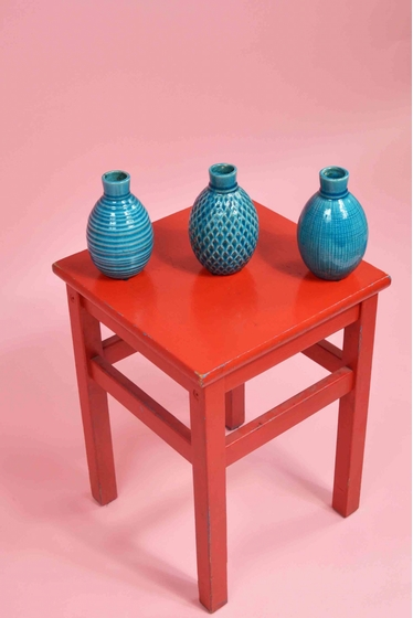 Ensemble de 3 vases colorés prêts à accueillir vos plus