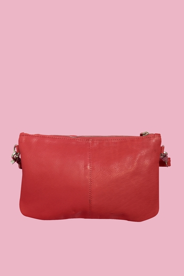 Pretty clutch, 100% soft leather. Thanks to its ideal size,
