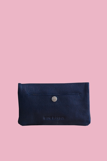 Wallet 100% leather. <br> It will delight loyalty card