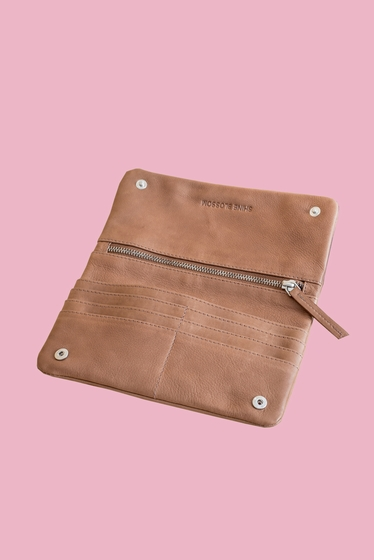 Companion 100% leather.<br> Shopping addict? Receipts