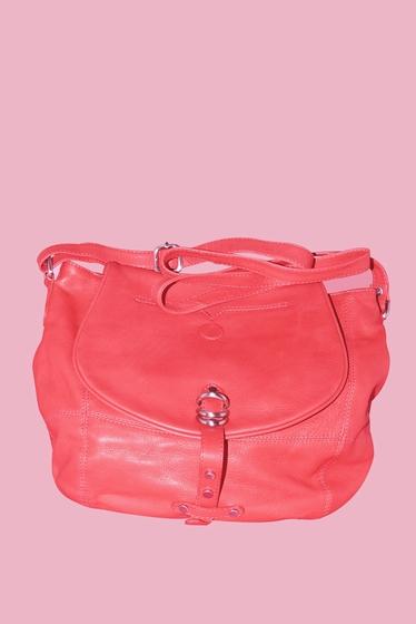 leather crossbody. <br> Worn shoulder or shoulder.<br>