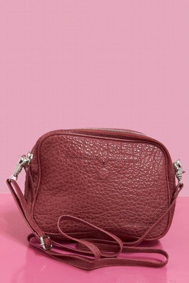 Leather pouch.<br> Removable and adjustable shoulder