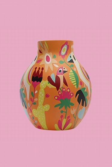 Grand vase à motifs d'inspiration Otomi dessiné par Ingela
