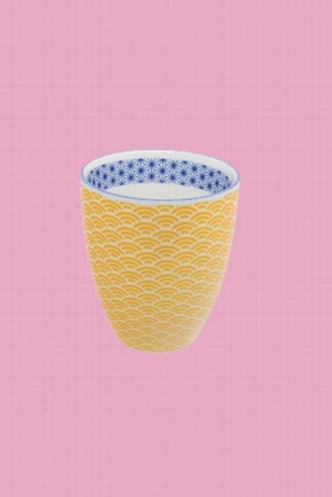 Tasse en porcelaine fabriquée au Japon. Frais et lumineux,