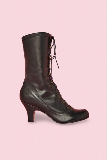 Boots. <br> Lace-up closure with small hooks.<br> Heel 5.5