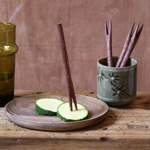 Pique olive en manguier. Idéal pour les apéritifs ou les