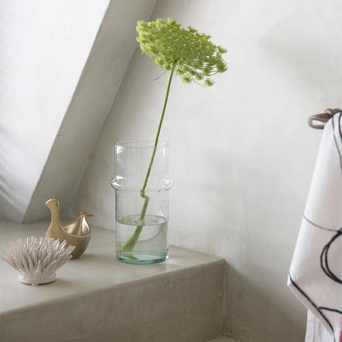 Fleur blanche en porcelaine. Ode à la nature, cette