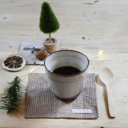 Mug en grès pour vos petites boissons chaudes... Hauteur: 8