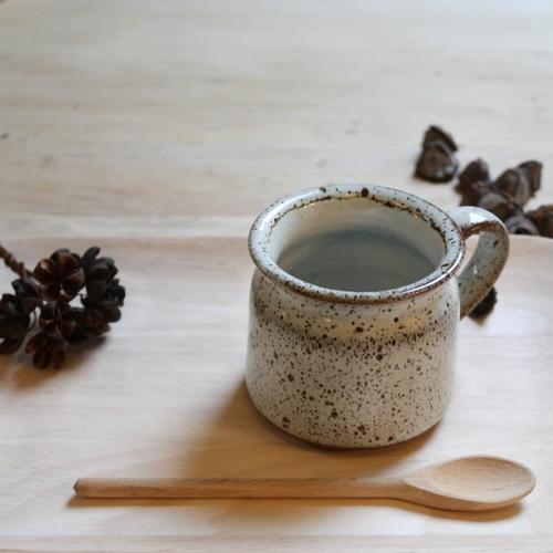 Tasse en céramique, joli basique pour vos tables... Hauteur