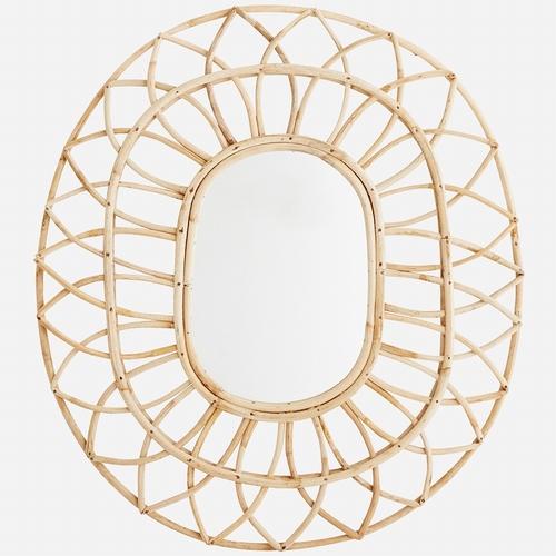 Laissez vous séduire par ce magnifique miroir oval en bambou