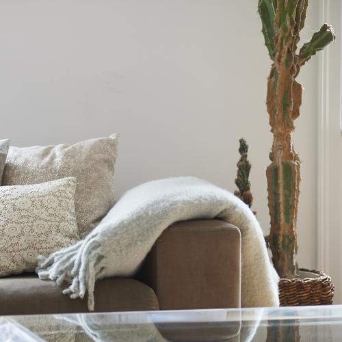 Plaid gris chaud et épais, parfait pour les froides soirées