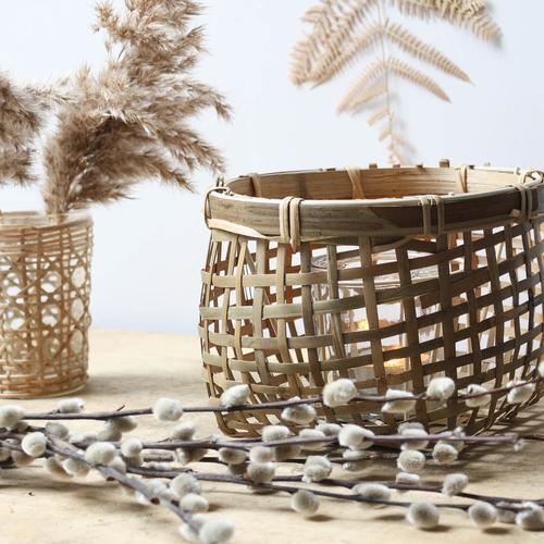 Lanterne en bambou charmante. A l'intérieur, un réceptacle