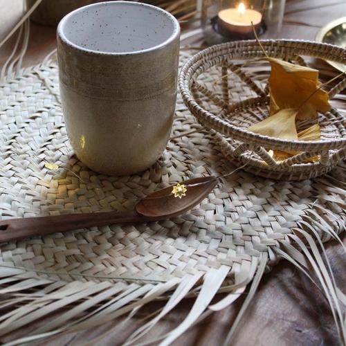 Joli set de table en feuilles de palmier avec jolies