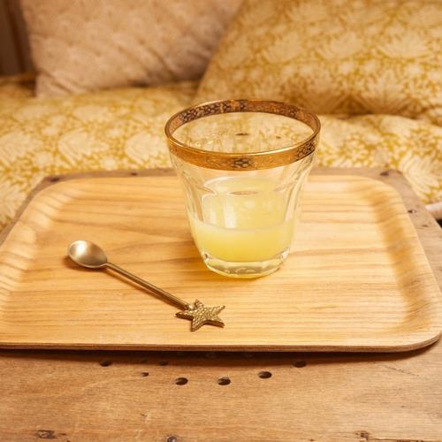 Cuillère en laiton surmontée d'une étoile pour une pause thé