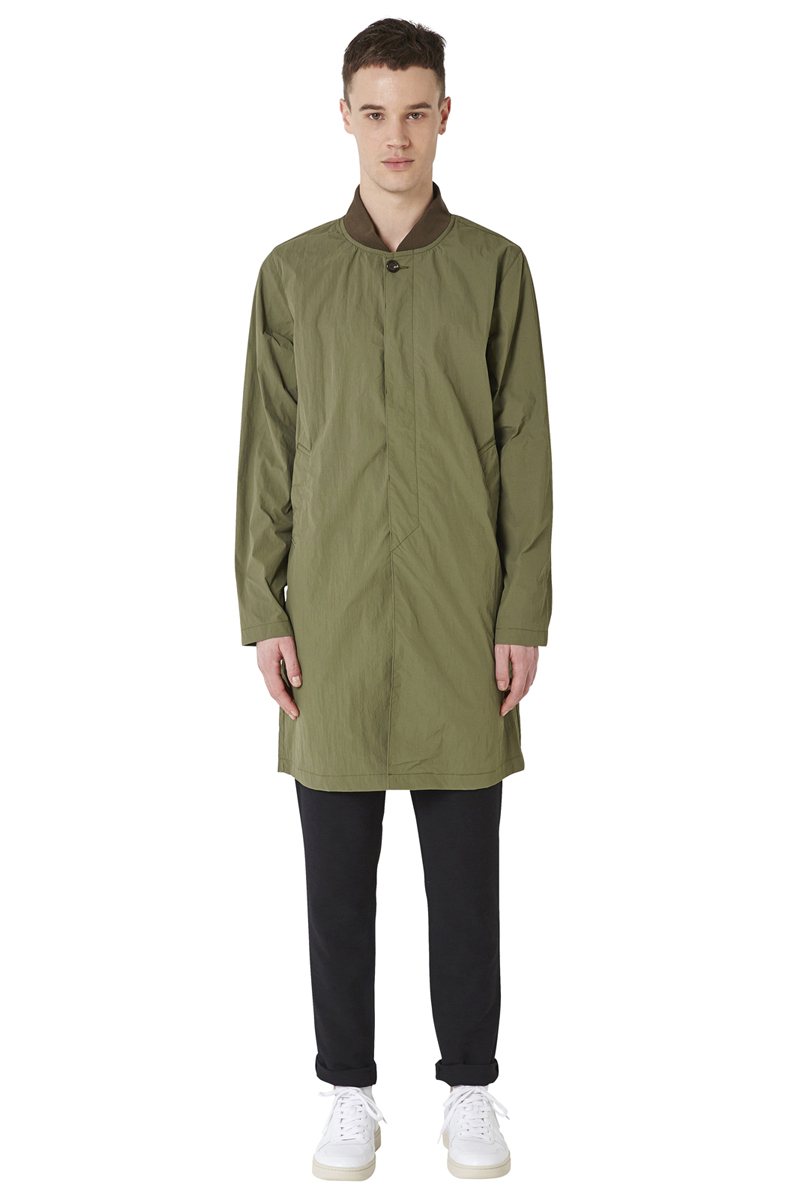 - Long and crumpred nylon bombers - Water-repellant and
