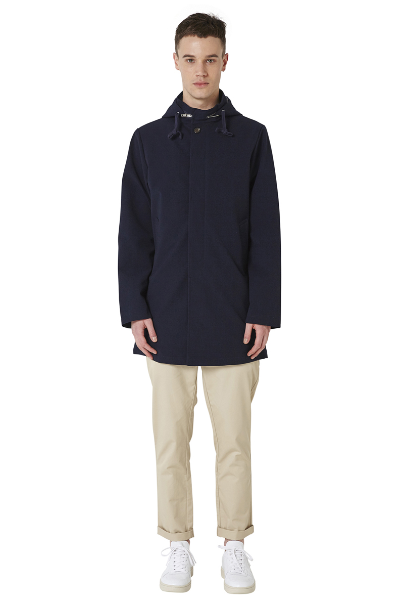 - Cotton and polyester laminated parka, - Micro Seersucker