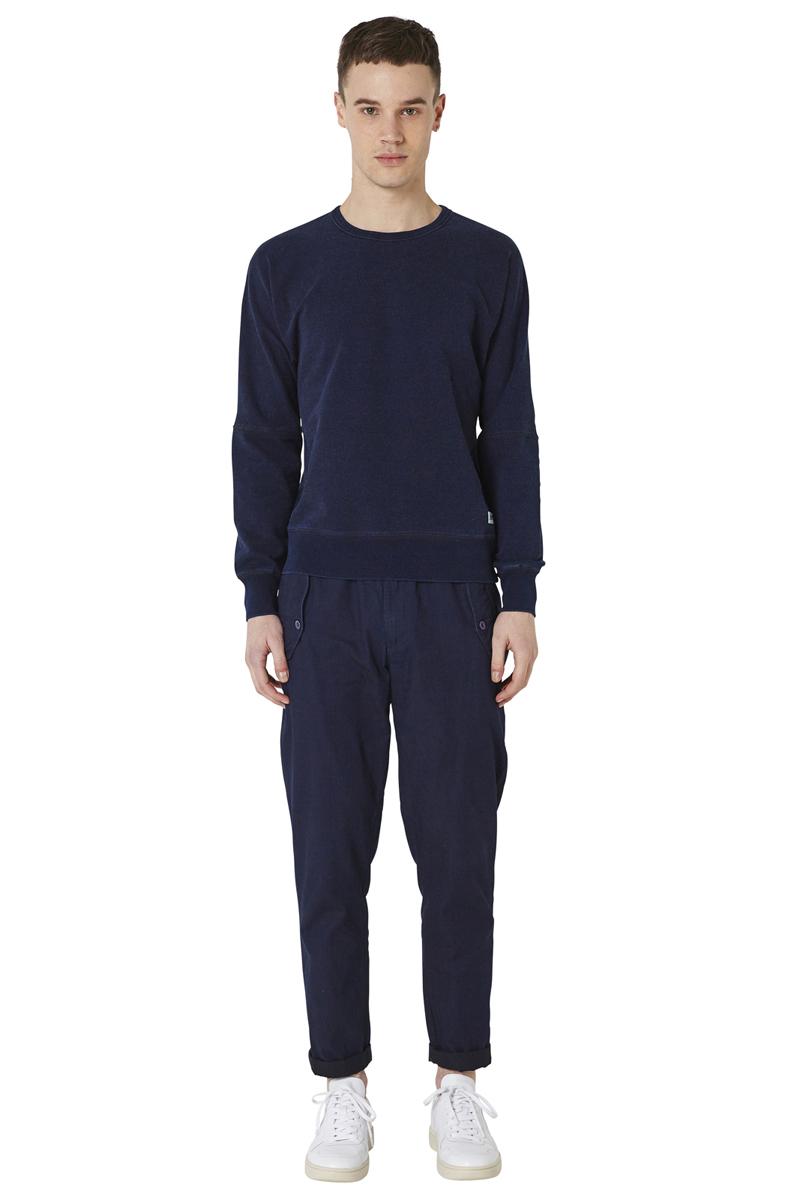 - Basic sweatshirt - Round collar and flatlock - Batwing