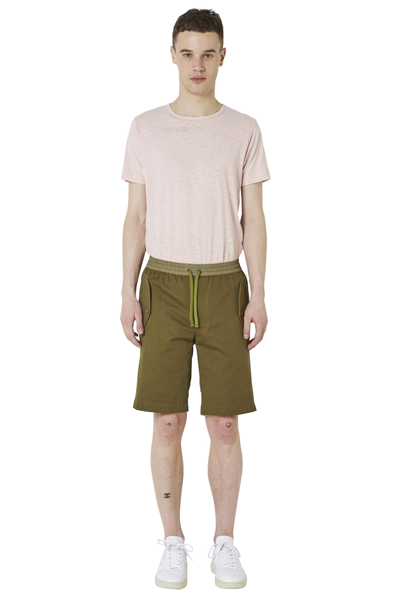 - Military bermuda - Large and loose fit - Elastic waistband