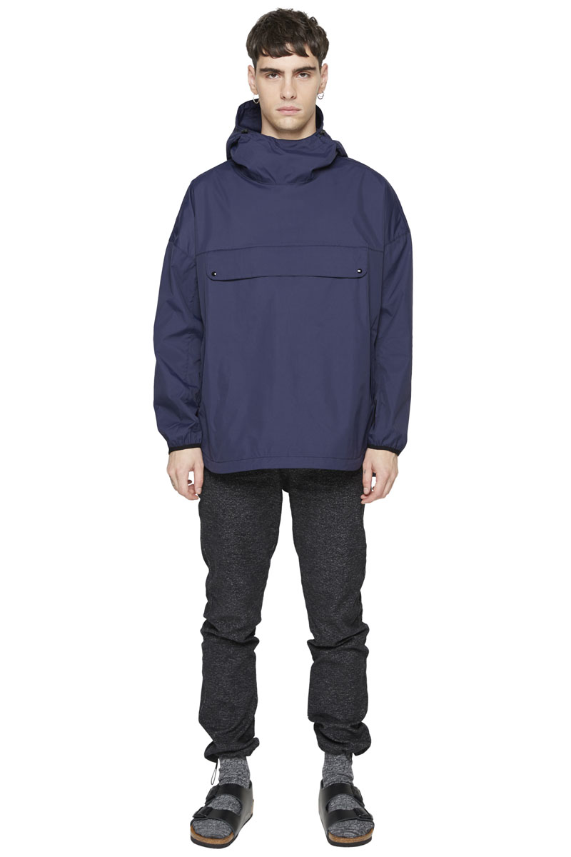 - Nylon anorak - Water-repellant and waterproof - Multiple