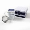 Set de 1 tisanière avec filtre en inox et packaging inclus.