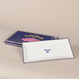 Plat à cake rectangulaire avec boîte cartonnée Hénaff.