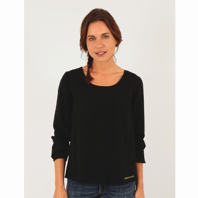 Blouse manches 3/4 en broderie anglaise, coupe large.