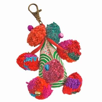 Porte-clé fantaisie orné de pompons façonné à la main par