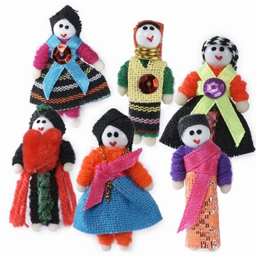 Petites poupées qui tiennent dans la paume de la main