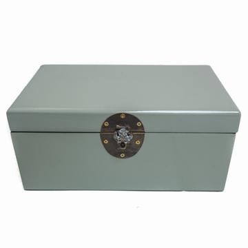 Boîte à bijoux en laque . La laque est issue de la sève du