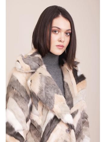 - Manteau en fausse fourrure à motifs chevron multicolores -