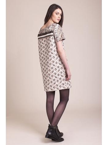 - Robe courte en jacquard avec motif d'oiseaux et une touche